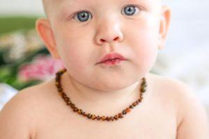 Les nourrissons peuvent-ils porter des bijoux?